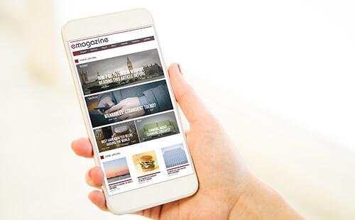 メディアサイトを見ているユーザーのイメージ写真